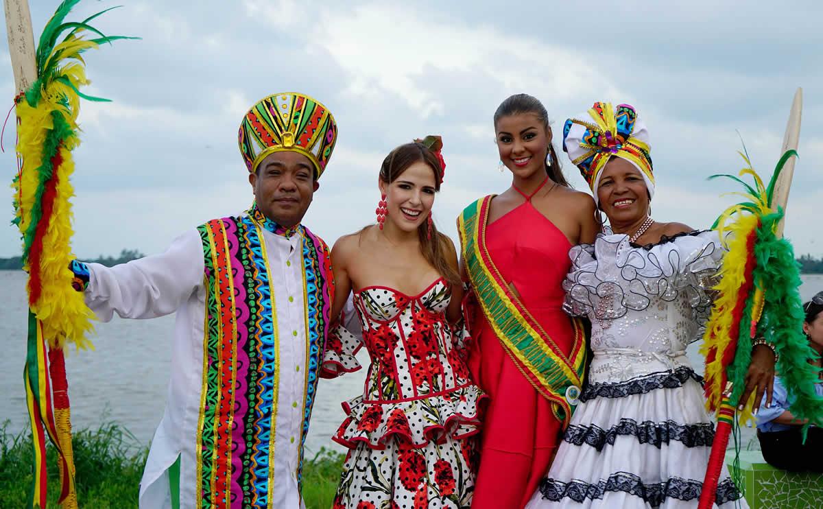 La Reina y el Rey Momo llevan el Carnaval a las Fiestas de Independencia de Cartagena