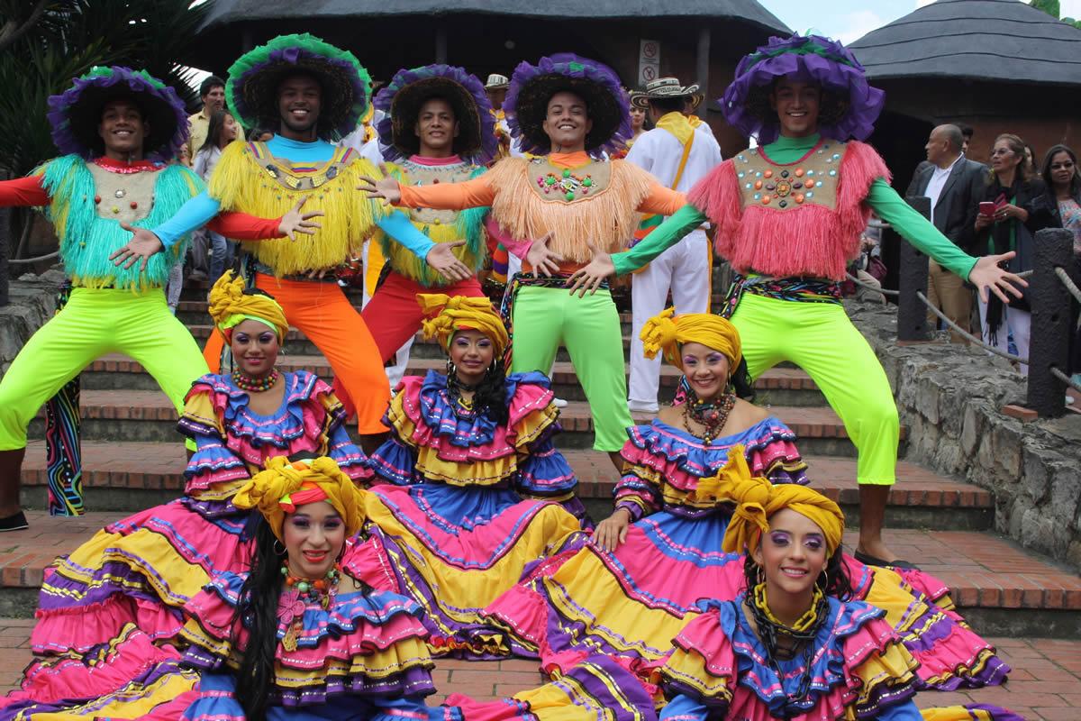 Carnaval presente en Festival Internacional de Danza en India