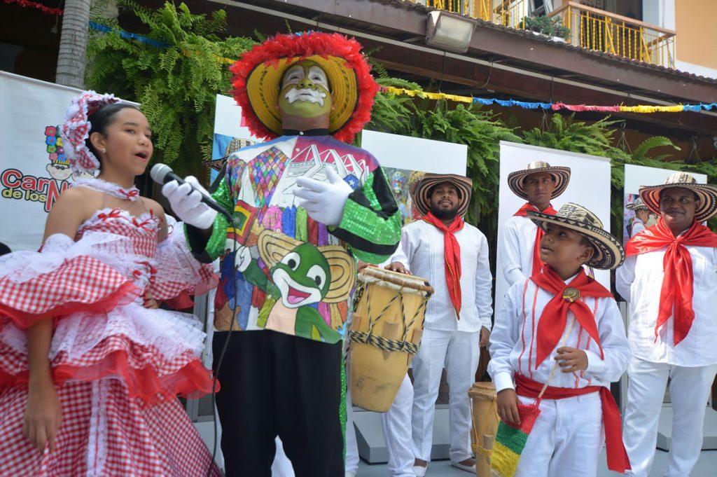 Julio Paco Paco, hace la presentación de los Reyes del Carnaval de los Niños 2017