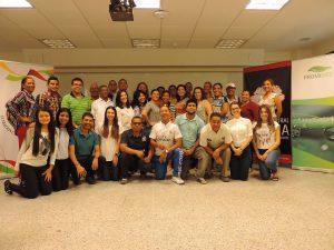 grupo-de-participantes-en-el-diplomado-deval