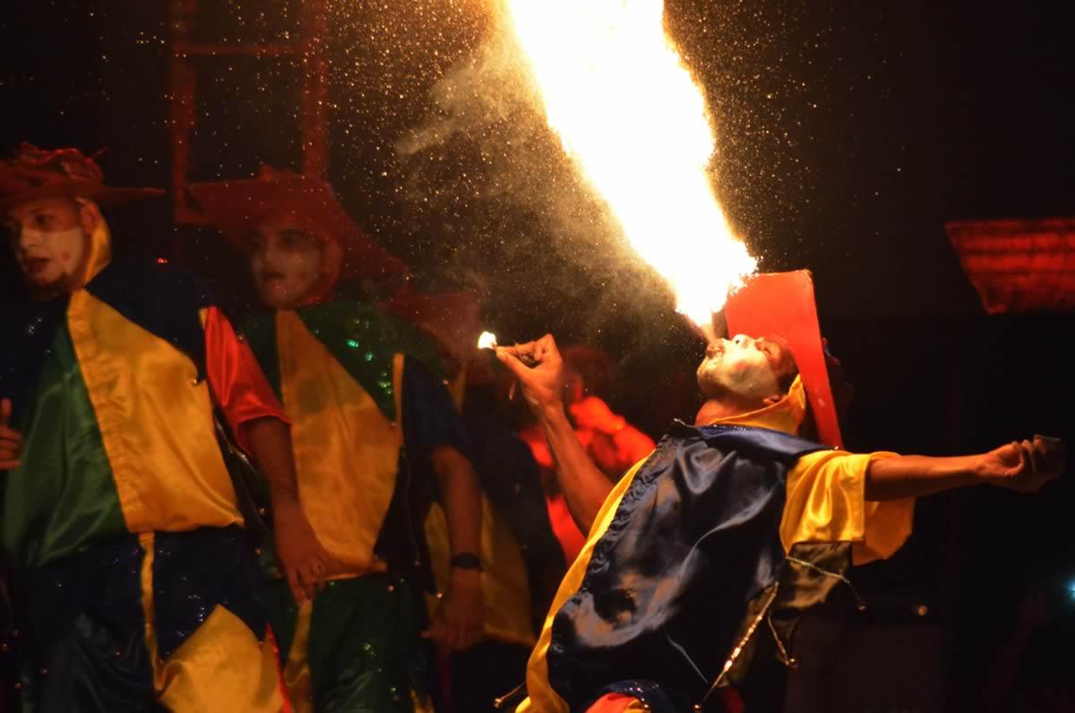 Gran espectáculo de las Danzas de Relación y Especiales en la Plaza de la Paz