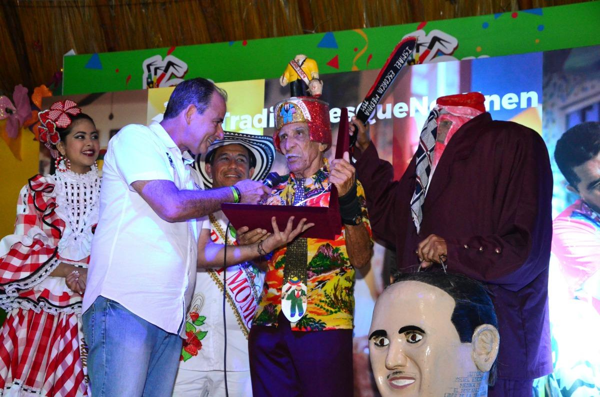 Por más de 60 años, Los Descabezados han participado en los desfiles del Carnaval de Barranquilla y se han convertido en un símbolo de este gran espectáculo. El precursor de este disfraz es Ismael Escorcia.