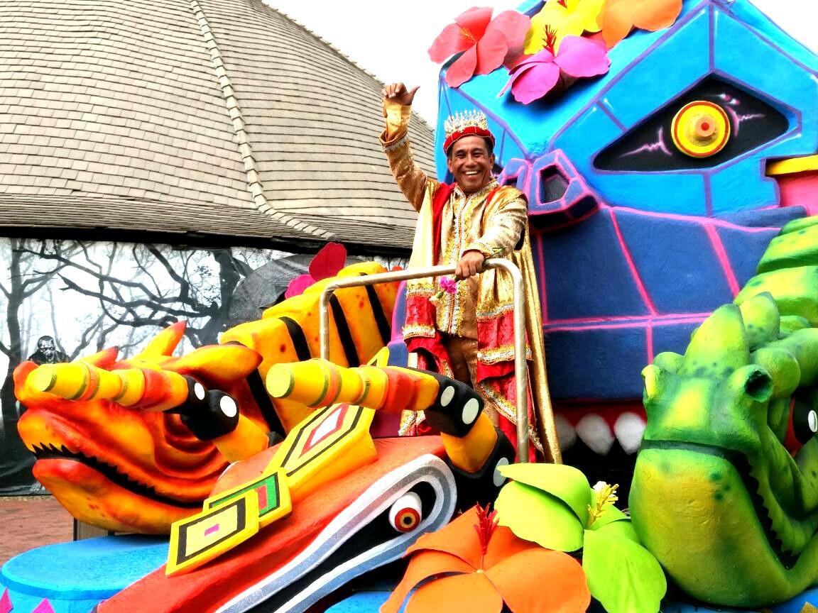 El Rey Momo, Germán Álvarez, presidió la muestra folclórica