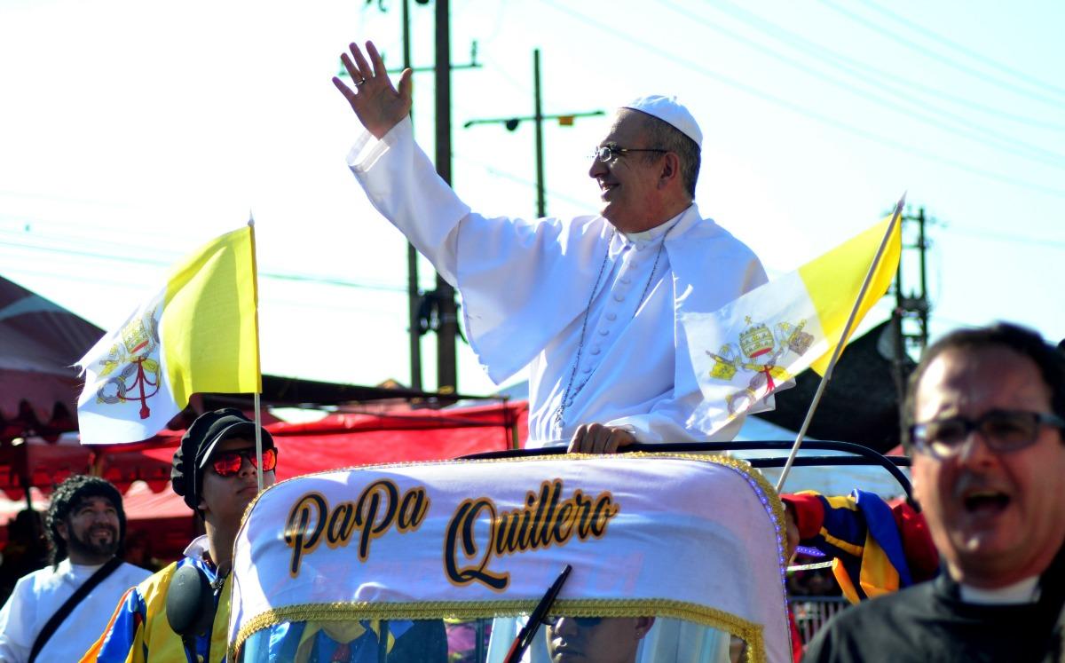 El 'Papa Quillero' durante la Batalla de Flores del Carnaval 2017