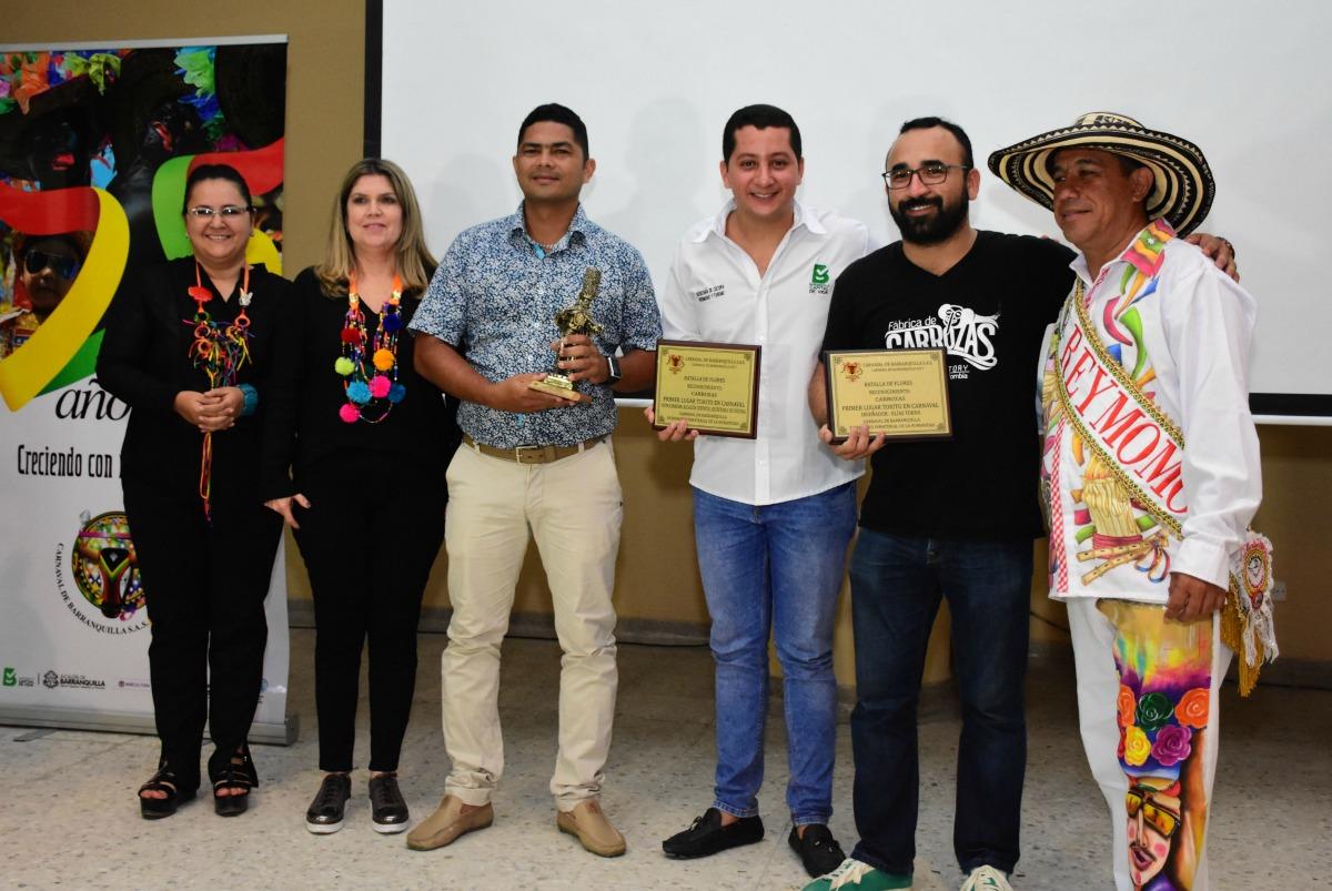 Ganadores de carrozas en la Batalla de Flores 2017.