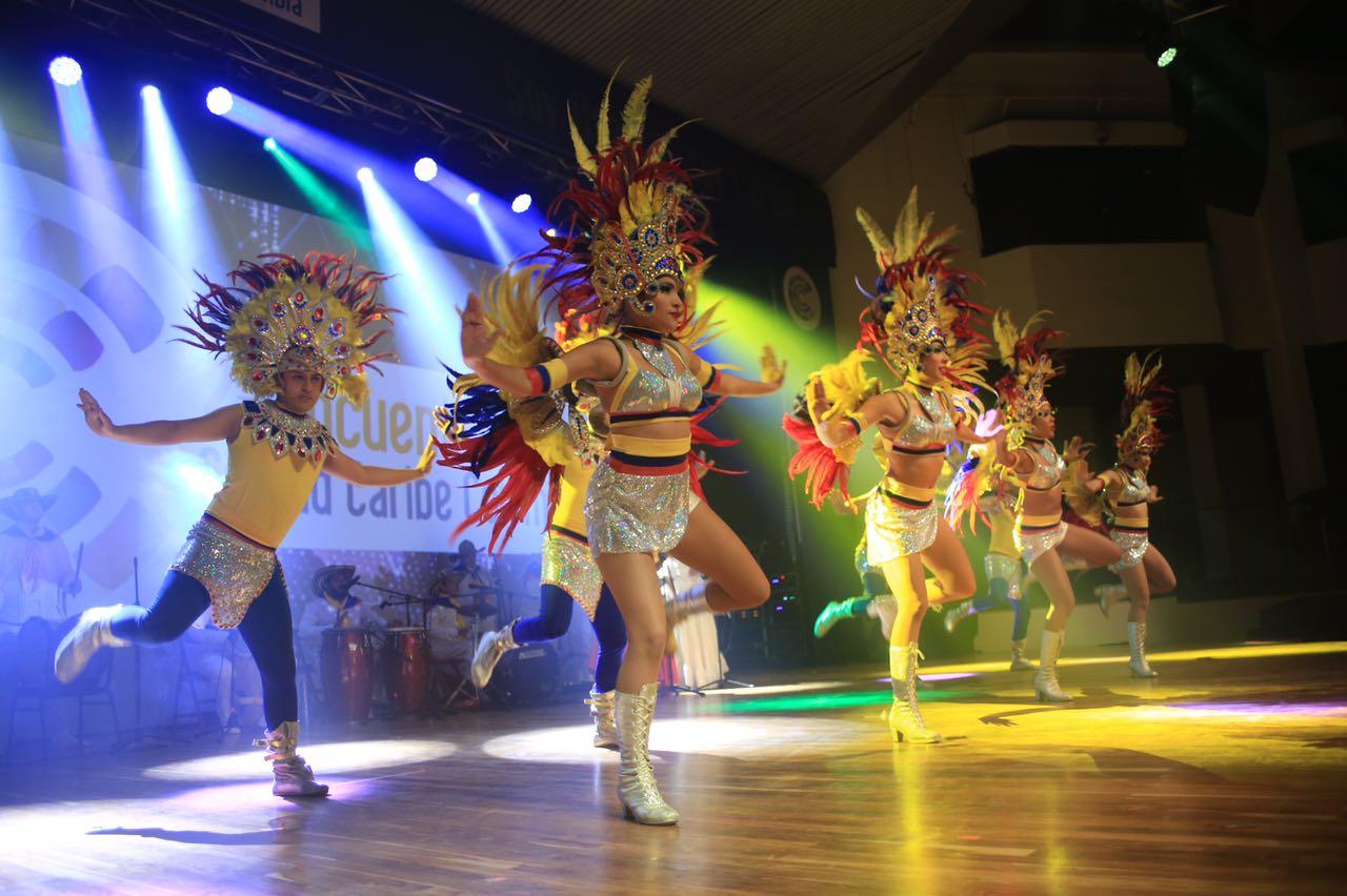 Una muestra del Carnaval cerró el encuentro a ritmo de música y alegría.