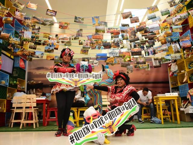 Negritas puloy y Marimondas recorrieron todo el Congreso de Anato invitando a los asistentes a vivir el Carnaval 2018.