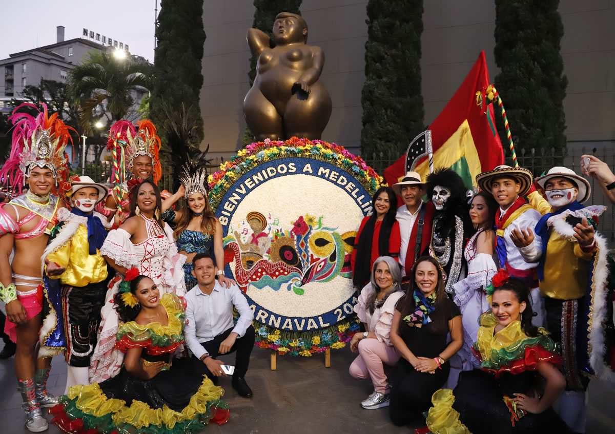 Entre trovas y silleta, el Carnaval de Barranquilla floreció en Medellín