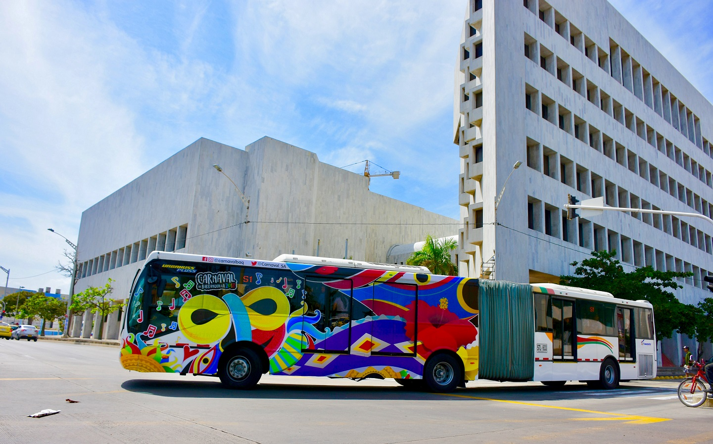 El sistema Transmetro se viste con los colores del Carnaval 2018