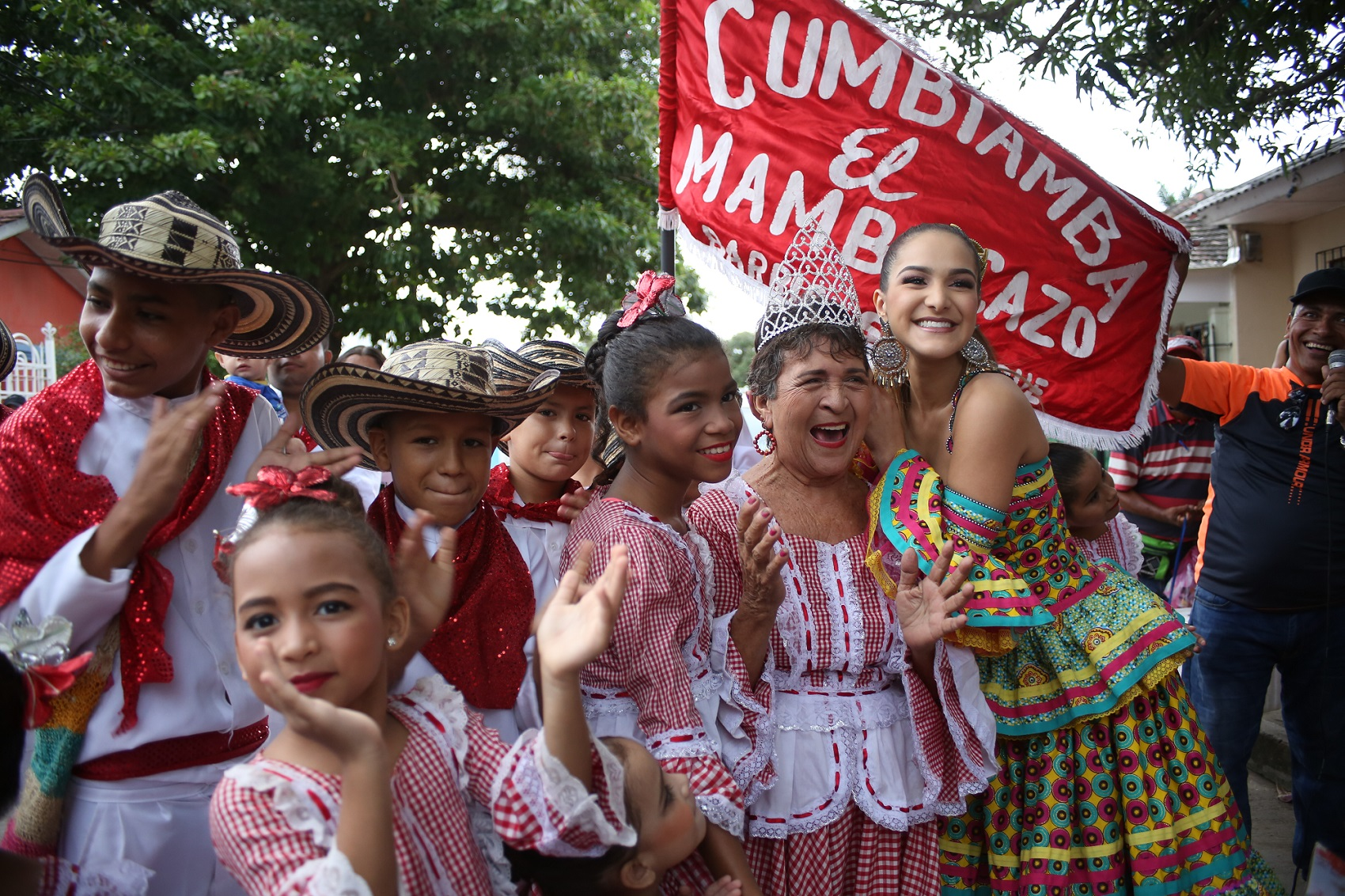 Valeria Abuchaibe despide su reinado carnavalero con folclor y documental