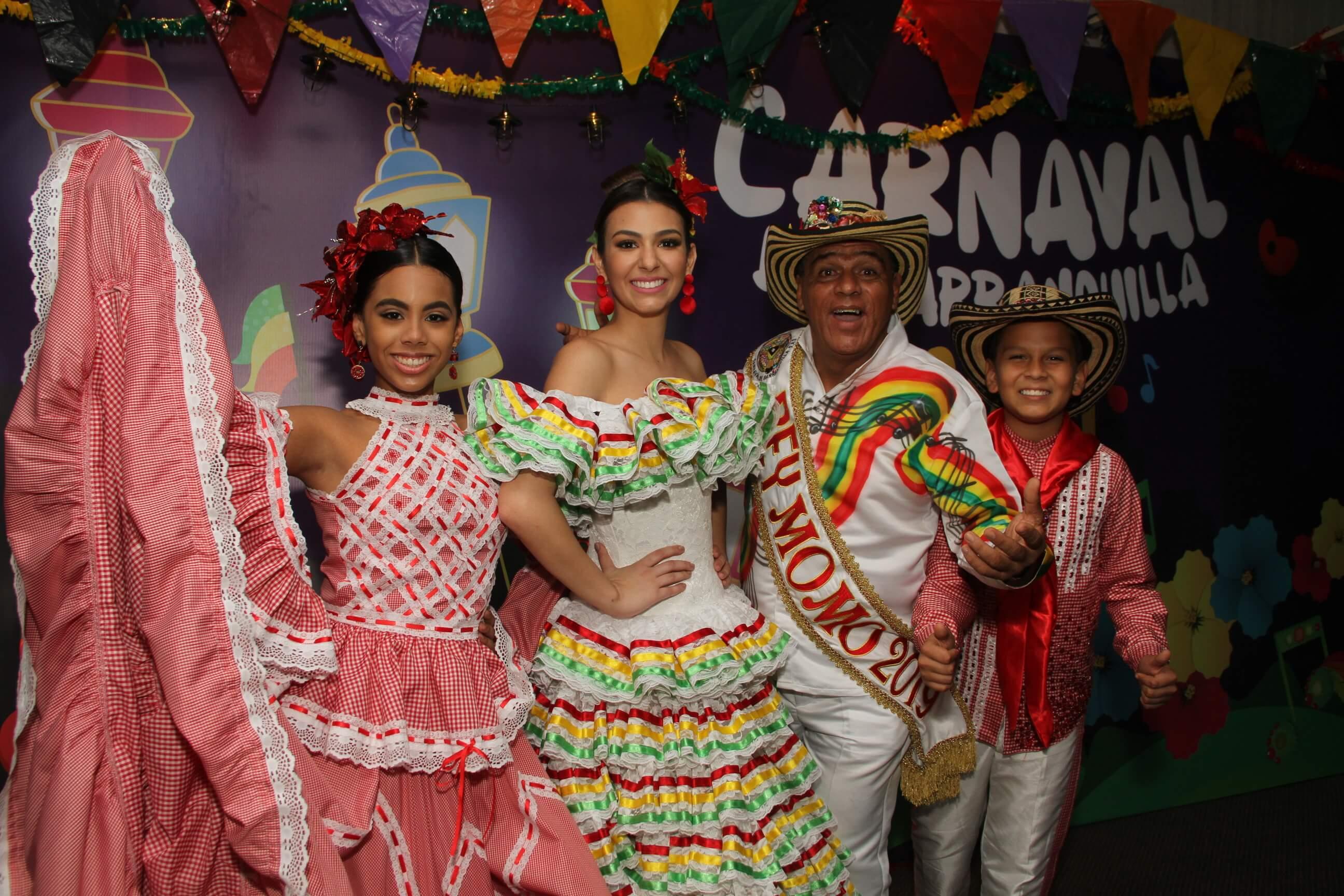 Reyes del Carnaval llevan su alegría a las Fiestas de Independencia