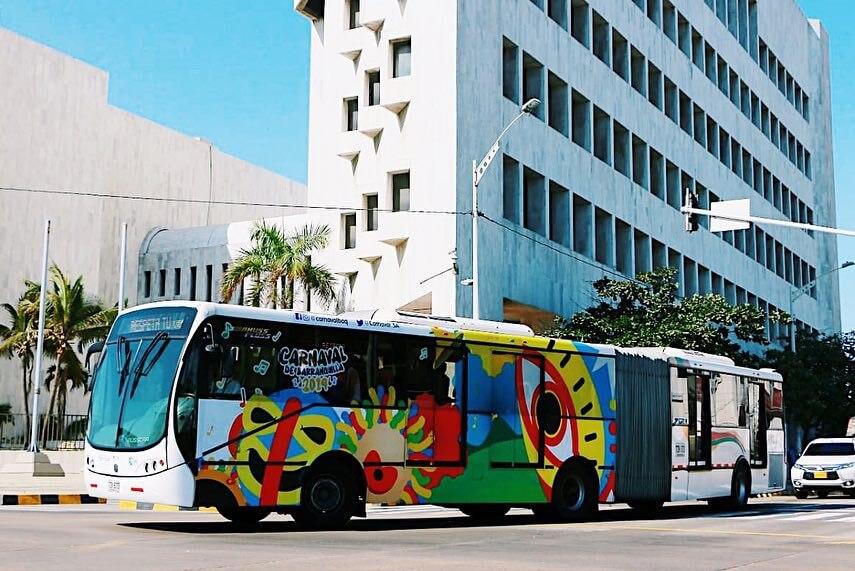 Carnaval viste de colores a Transmetro