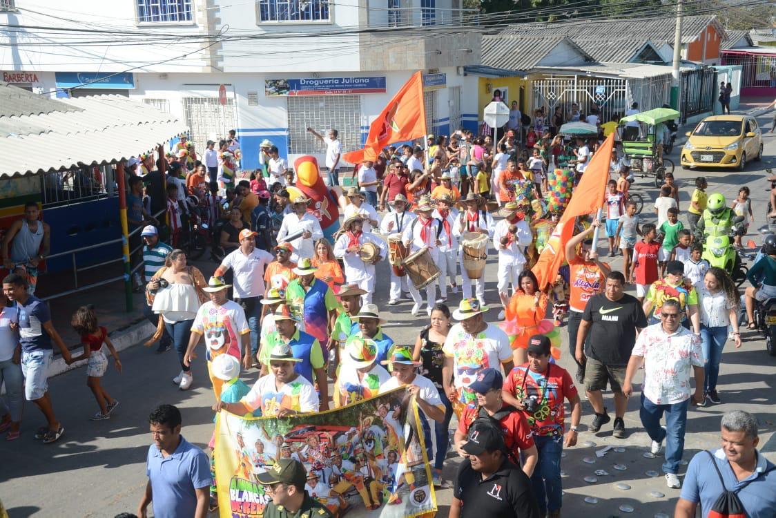 ¡Una tarde de pura gozadera se vivió en Rebolo con la monarquía carnavalera!