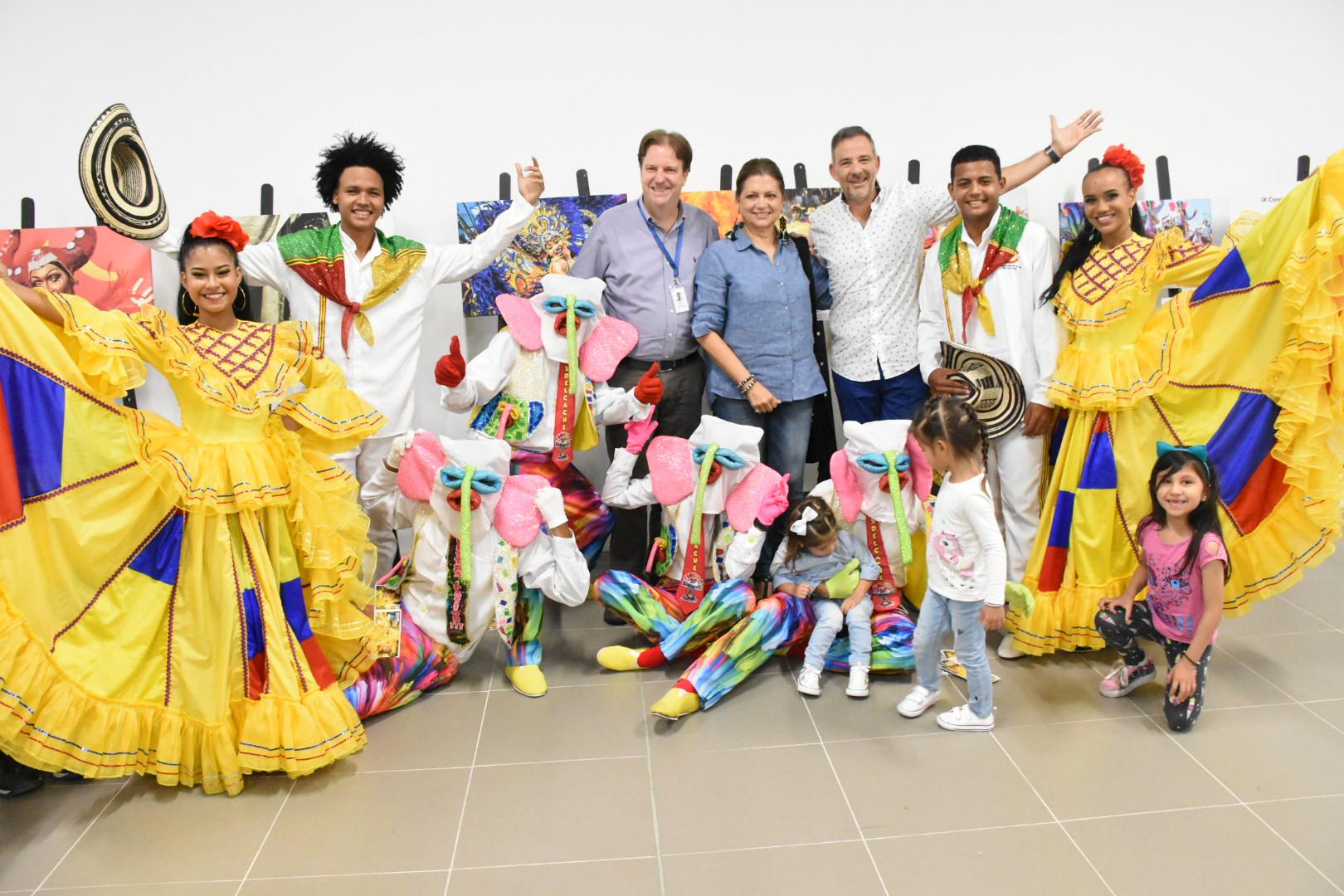 La tradición del Carnaval vuela en  el aeropuerto