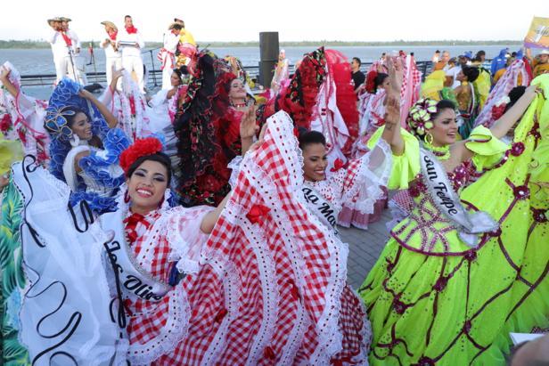 El Gran Malecón del Río se vistió de Cumbia con las Reinas Populares