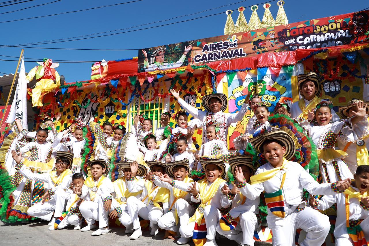 El Rey Momo Alcides Romero llenó de alegría y realeza carnavalera el barrio Buenos Aires