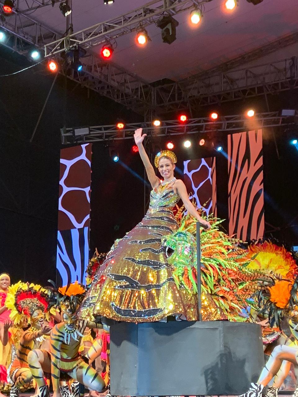 ¡Rugió la Reina!: El vestido de Isabella, un homenaje a Selva Africana