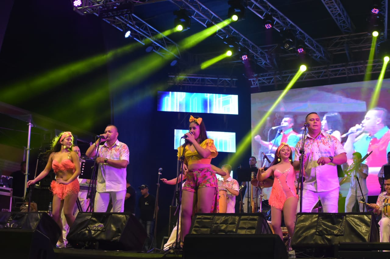 ¡En su segunda noche 'Baila la Calle' recibe a más de tres mil carnavaleros!